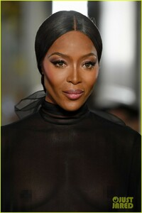 naomi-campbell-sheer-gown-valentino-show-04.jpg