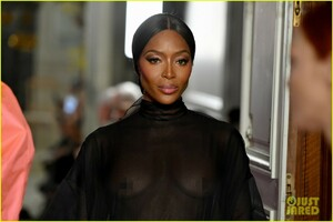 naomi-campbell-sheer-gown-valentino-show-07.jpg