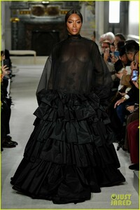 naomi-campbell-sheer-gown-valentino-show-08.jpg