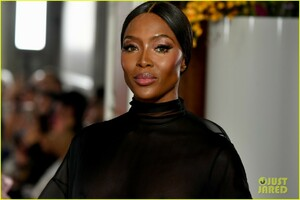naomi-campbell-sheer-gown-valentino-show-09.jpg