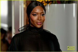 naomi-campbell-sheer-gown-valentino-show-10.jpg