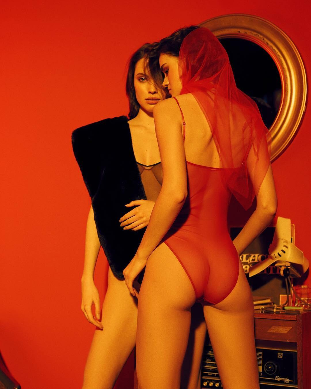 Charlotte McKinney Topless Nude Photos,VIDEO Candice Pillay Erotic fotos Lola kirke nude,Stella egitto amfar gala milano red carpet in milan italy