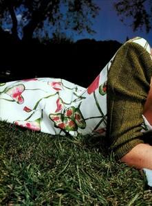Hiett_Vogue_Italia_August_1999_01.thumb.jpg.1967bb6100dab7dcb7fafe6ad2a57665.jpg