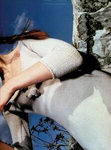 Hiett_Vogue_Italia_August_1999_04.thumb.jpg.70d7b71109653bcb1a18d5ebee436960.jpg