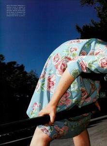 Hiett_Vogue_Italia_August_1999_05.thumb.jpg.ecc4e3ced92a3d34fa437f775ea7cad4.jpg