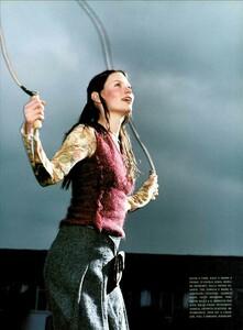 Jenkins_Vogue_Italia_August_1999_14.jpg.28c1908b37e70affeb51b76af99e314a.jpg