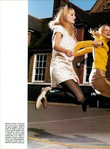 Jenkins_Vogue_Italia_August_1999_15.thumb.jpg.d603afdf6d727d18dba9c561125cb29a.jpg