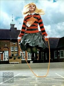 Jenkins_Vogue_Italia_August_1999_18.thumb.jpg.8e792b844799eaee707c4203beeab915.jpg