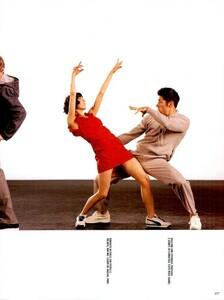 Meisel_Vogue_Italia_December_1998_07.thumb.png.32a75ee7fcba382b49d72747280c098d.png
