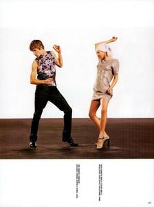 Meisel_Vogue_Italia_December_1998_13.thumb.png.66f7eb10d90e024206782b9ecd0b65c5.png