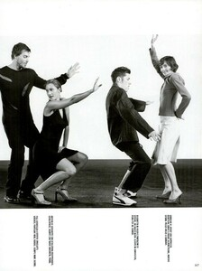 Meisel_Vogue_Italia_December_1998_17.thumb.png.9dc2e36f0b550b9680ec93f7041988a2.png
