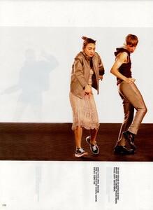 Meisel_Vogue_Italia_December_1998_20.thumb.png.23c8ebba911cc7705ea63d2b2c71f2d2.png