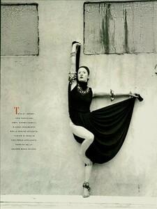 Meisel_Vogue_Italia_November_1988_08.thumb.jpg.8cd610ef4e18fd0f52e73c42e8ae9d97.jpg