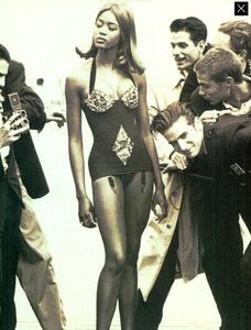 Perline_Colorate_Meisel_Vogue_Italia_June_1989_12.thumb.png.7c1c8a8dd8ab19851a2fcb0976a3dede.png