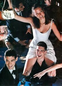 Smith_Vogue_Italia_December_1998_05.thumb.jpg.3bd2e7eb2a75358654a572b0611dada8.jpg