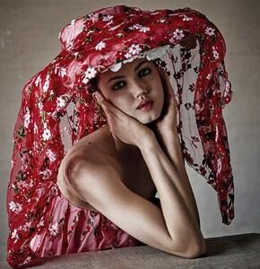 Victor-Demarchelier-for-Stylist-Magazine-Spring-Summer-2019-11-991x1024.thumb.jpg.666af94dac4959140963a26cf0c96121.jpg