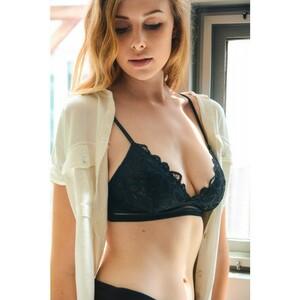 flower-bunch-lace-spring-summer-losangeles-cute-trending-wholesale-bralette-black-detail.thumb.jpg.f40dba8d0c1e21d92c482ab065020c9f.jpg
