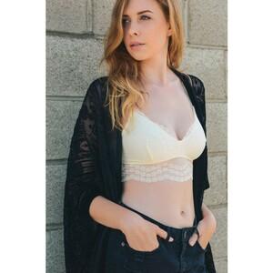 ivory-leto-wholesale-petite-floral-lace-bralette-fashion-bra-lingerie-top-crop-cute-bright.thumb.jpg.10fc30fd5801f1ce67a686c6dcf402c8.jpg