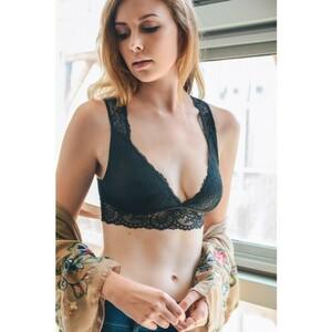lace-keyhole-losangeles-trending-beautiful-girly-spring-summer-2018-wholesale-bralette-black.thumb.jpg.49935ce8c4c7a75a1f73b6755b6b1440.jpg