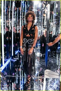 naomi-campbell-launches-equinox-hotels-new-campaign-12.jpg