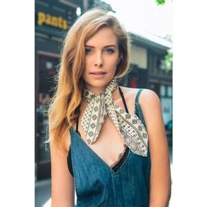 white-cute-morrocan-style-neckerchief-scarf-leto-wholesale-neck-scarf-stewardess-style-fashion-women-spring-summer-accessory-blogger-look-street.thumb.jpg.47445989a53b261b469ec90eded8087c.jpg