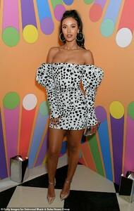 10088222-6728669-Striking_Keeping_up_with_her_glamorous_fashion_sense_the_BBC_sta-a-8_1551436810712.jpg