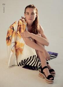 Kim-Noorda-Fashion-Shoot10.thumb.jpg.e3f7aa778cc03a417fe05a475129f46c.jpg