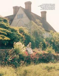 Scott_Vogue_UK_October_2013_05.thumb.png.4c79f012b32244fd3046005066ce4d1e.png