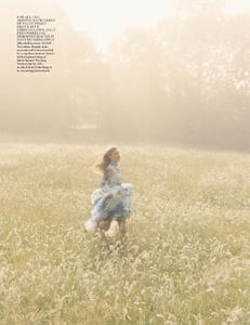 Scott_Vogue_UK_October_2013_08.thumb.png.b100eb902c106242ea6cfb5e0a626d88.png
