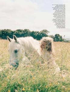 Scott_Vogue_UK_October_2013_11.thumb.png.f7b32015b14ff00a2cf91c2bef629ef5.png