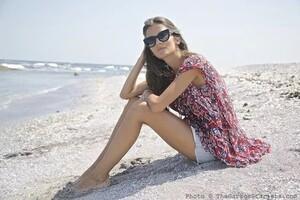 The_Garage_Starlets_Stanimira_Koleva_Mira_Thierry_Lasry_Capasca_Abercrombie_-amp-_Fitch_Beach_06.thumb.jpg.08bd2e8b3a17589ef246f48eef8c7aa9.jpg