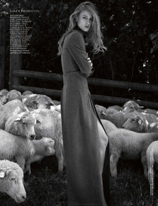 Yemchuk_Vogue_UK_October_2013_05.thumb.png.35233422fc50bb49caa8d51751322b23.png