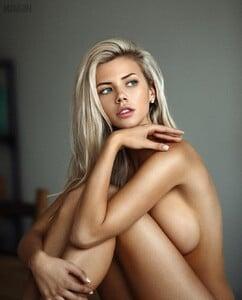 mavrin_models___BtymniwnWCZ___.jpg
