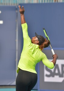 serena-williams-practises-during-the-miami-open-tennis-tournament-03-20-2019-2.jpg