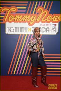 tyra-banks-janelle-monae-tommy-x-zendaya-fashion-show-19.jpg