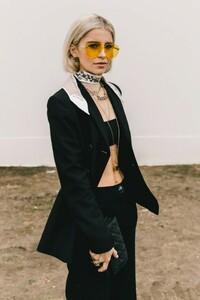vogue-spain-looks_paris_fashion_week_dior_vaqueros_vestidos_botines_146844045_1200x1800-683x1024.jpg