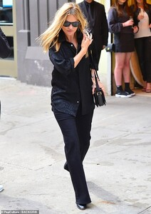 11984036-6897205-Healthy_Kate_Moss_45_emerged_radiating_beauty_the_morning_after_-m-24_1554684187813.jpg
