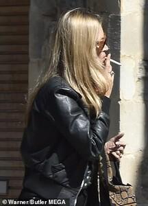 12096386-6907341-Cigarette_break_The_supermodel_45_couldn_t_resist_flashing_a_smi-m-24_1554904106161.jpg