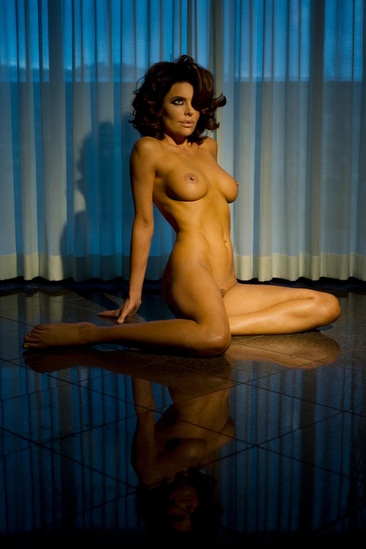 lisa-rinna-nude-playboy-photos-blowjob-naked-black-men