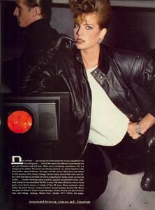 Giaviano_Vogue_US_November_1982_06.thumb.jpg.f84f431bf5494db686a7cfff23765afc.jpg