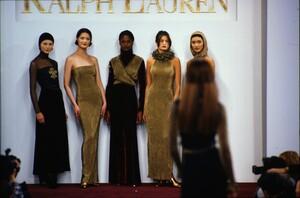 fashion-photography-archive-image-work-image----batch1----fullSize----103889_103889-25_0071_fs.jpg.thumb.jpg.319443d865803b98e5c9d3f4caef2773.jpg