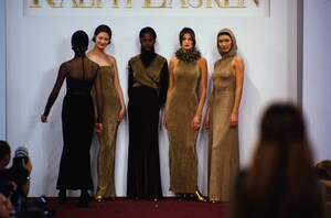 fashion-photography-archive-image-work-image----batch1----fullSize----103889_103889-25_0170_fs.jpg.thumb.jpg.a4b3549011d62847b0913cb0a7ed13ba.jpg