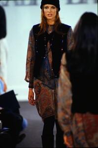fashion-photography-archive-image-work-image----batch1----fullSize----103889_103889-28_0084_fs.jpg.thumb.jpg.82cdc194756bfac4c62c179c41977315.jpg