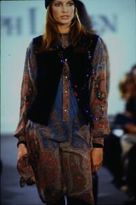 fashion-photography-archive-image-work-image----batch1----fullSize----103889_103889-28_0113_fs.jpg.thumb.jpg.ac4e8403a17d1d77641721133360b317.jpg