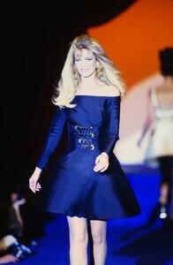 fashion-photography-archive-image-work-image----batch13----fullSize----103692_103692-3_0052_fs.jpg.thumb.jpg.e50b2d4fc67996b21d400139616df44a.jpg
