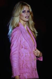 fashion-photography-archive-image-work-image----batch13----fullSize----103692_103692-5_0054_fs.jpg.thumb.jpg.d19128f8489c702d7efb3c6263f4e23a.jpg