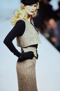 fashion-photography-archive-image-work-image----batch5----fullSize----103892_103892-7_0011_fs.jpg.thumb.jpg.24236c8aef8bba85bc190377a0a0f704.jpg