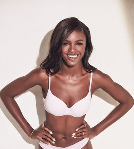 lingerie-new-angel-2019-leomie-anderson-t-shirt-bra-3-victorias-secret-hi-res.jpg