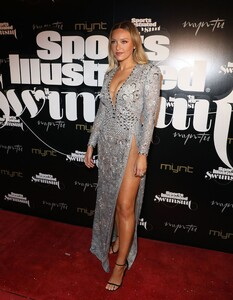 [1143151534] SI Swimsuit On Location Closing Party.jpg
