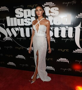 [1143151505] SI Swimsuit On Location Closing Party.jpg